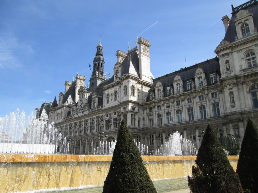 Fountains, Hotel de Ville, Paris